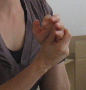 dip-selena-hands